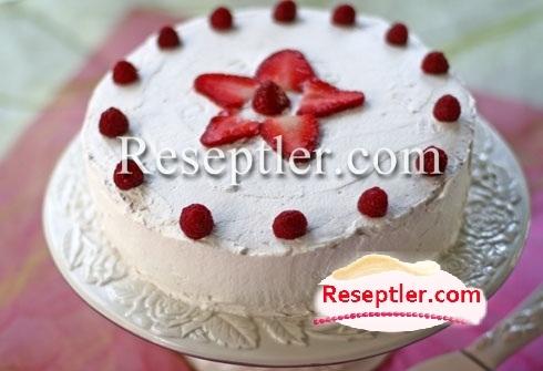 Qaymaqlı-Çiyələkli Tort